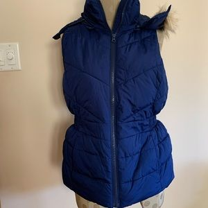 NWOT Banana Republic vest with hood. XS